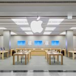 Apple apologises to African-born students ejected from store