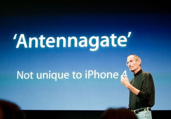 Steve Jobs fronts a media event to deal with Antennagate with the iPhone 4