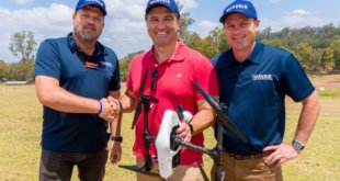 Tech Guide editor Stephen Fenech is congratulated by UAVAir chief instructor Holger Goehr (left) and instructor Steve Pelepczuk after completing the course
