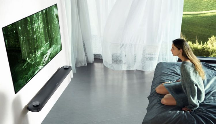 Lg Unveils 39 999 77 Inch Oled Tv That Can Be Mounted