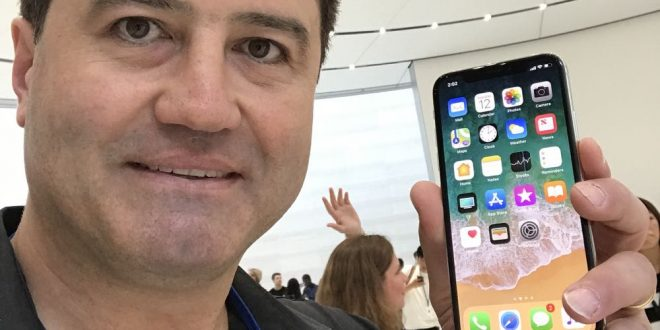 Tech Guide editor Stephen Fenech gets hands on with the iPhone X