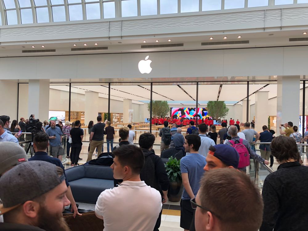Crowds gather outside the new Apple Chadstone Store