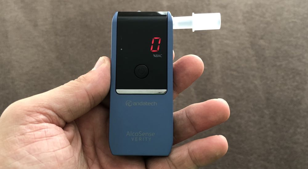 AlcoSense Verity personal breathalyser review - the device