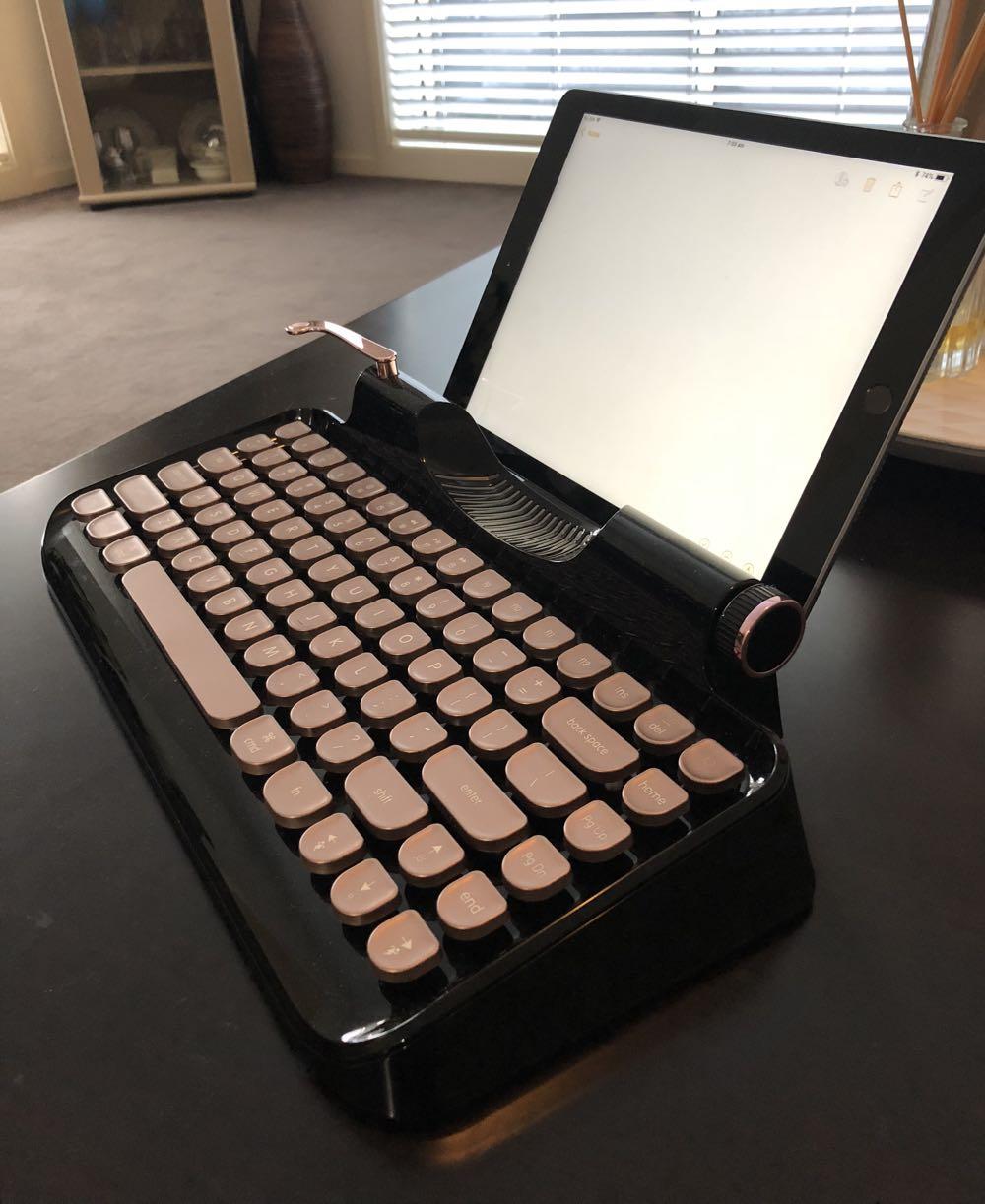 Rymek retro Bluetooth typewriter keyboard review - a cool