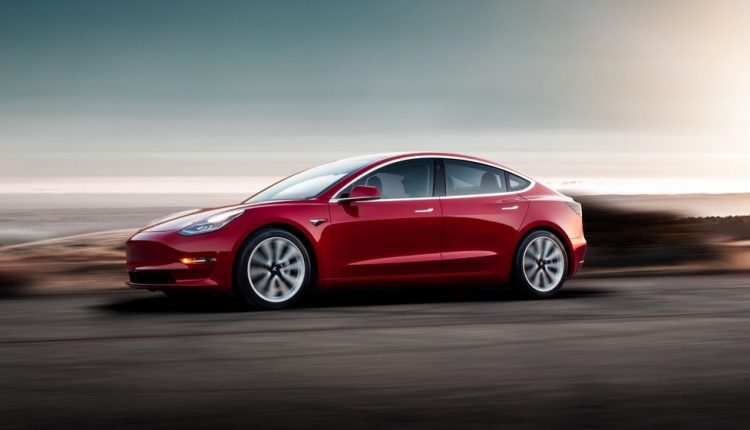 tesla announces lower cost model 3 that 39 s coming to australia tech guide. Black Bedroom Furniture Sets. Home Design Ideas