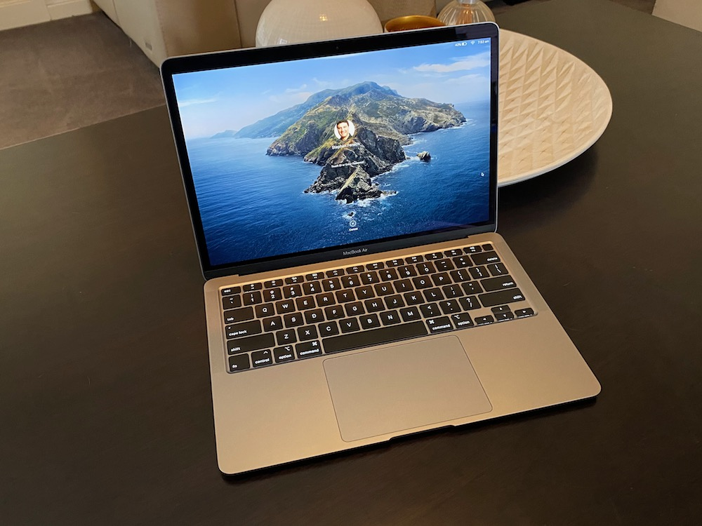 Can you download apps from apple store from a macbook air 2
